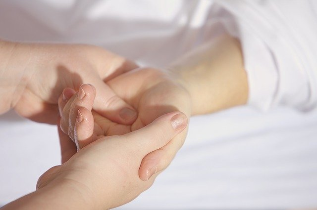 Treatment Finger Keep Hand Wrist  - andreas160578 / Pixabay